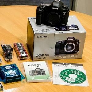 NEW! Sealed Canon 5D Mark III 24-105mm lens
